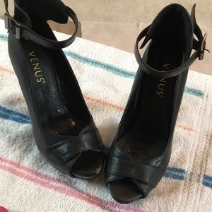 """Venus size 6 black heels 5"""""""